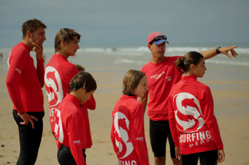 Cours de surf collectif surfing Medoc